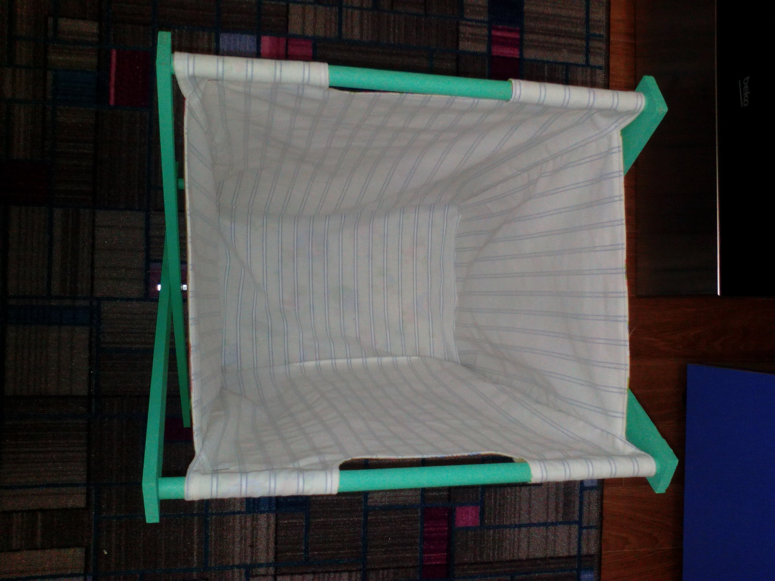 Оригинальная корзина для белья своими руками 6
