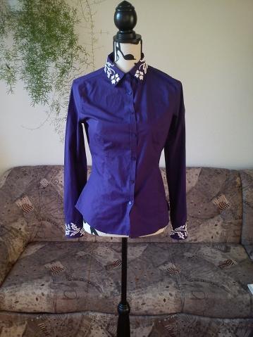 Простая блузка расшитая бисером.
