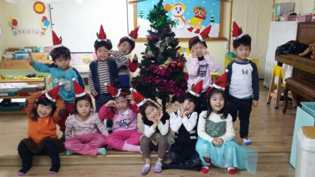мои дети сегодня в роли Мини Деда Мороза