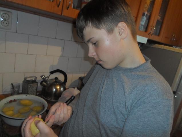 Ужин, который приготовил Кирилл. Мясо в луковом соусе с картофельным пюре.