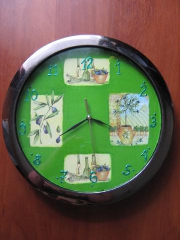 Мои первые часы и досочка - оберег для подруги.