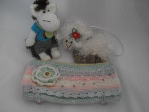 Снегурочки продолжают дарить подарки )))