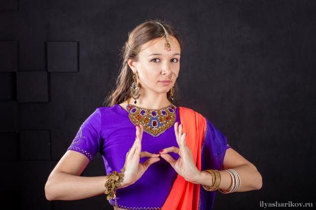 и девушка из индийской