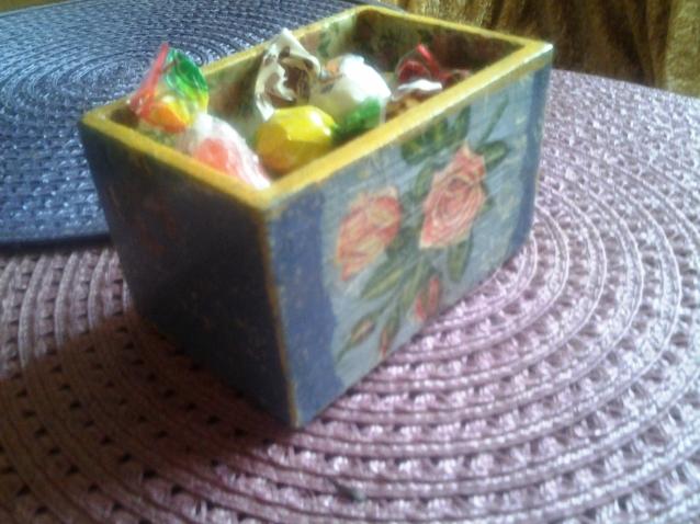 Еще коробочка...с геранью и розами.