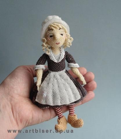 куклы и платья из бисера