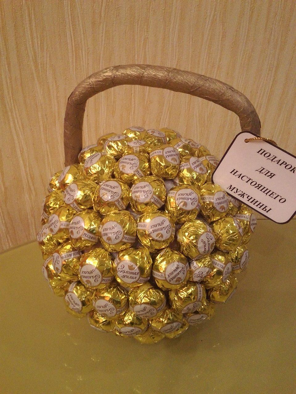 Гантели из конфет своими руками