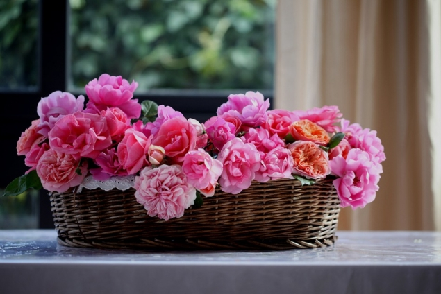Вышиваю лентами на радость себе и другим! Розы в корзине.