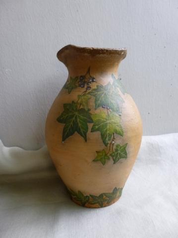 Старый глиняный кувшин.
