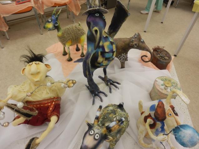 Маленькая выставка  изделий ручной работы для коллег ко Дню Матери.