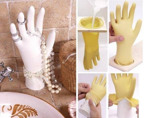 Подставка под украшения — рука из гипса.