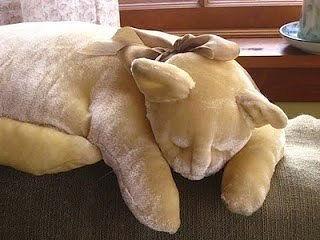 Кошка-подушка.
