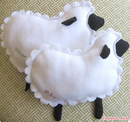 Подушка-овечка.