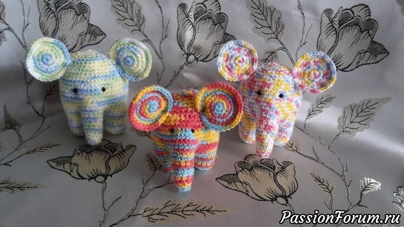 Разноцветные слоники, связанные крючком, слоник, вязаная игрушка, вязаная игрушка крючком, слон крючком, слон ручной работы, слоник своими руками