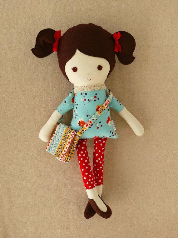 Маленькая кукла из ткани