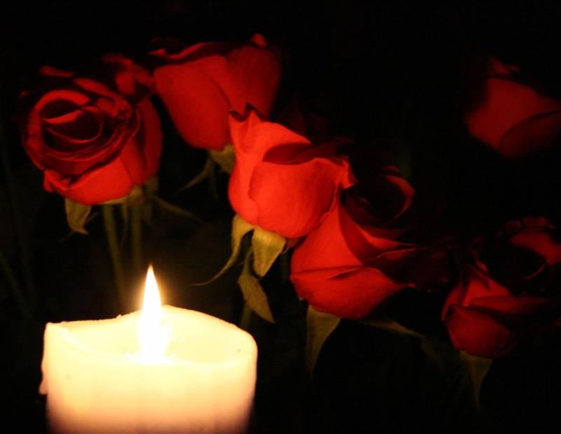 Фото свечи и цветы в память