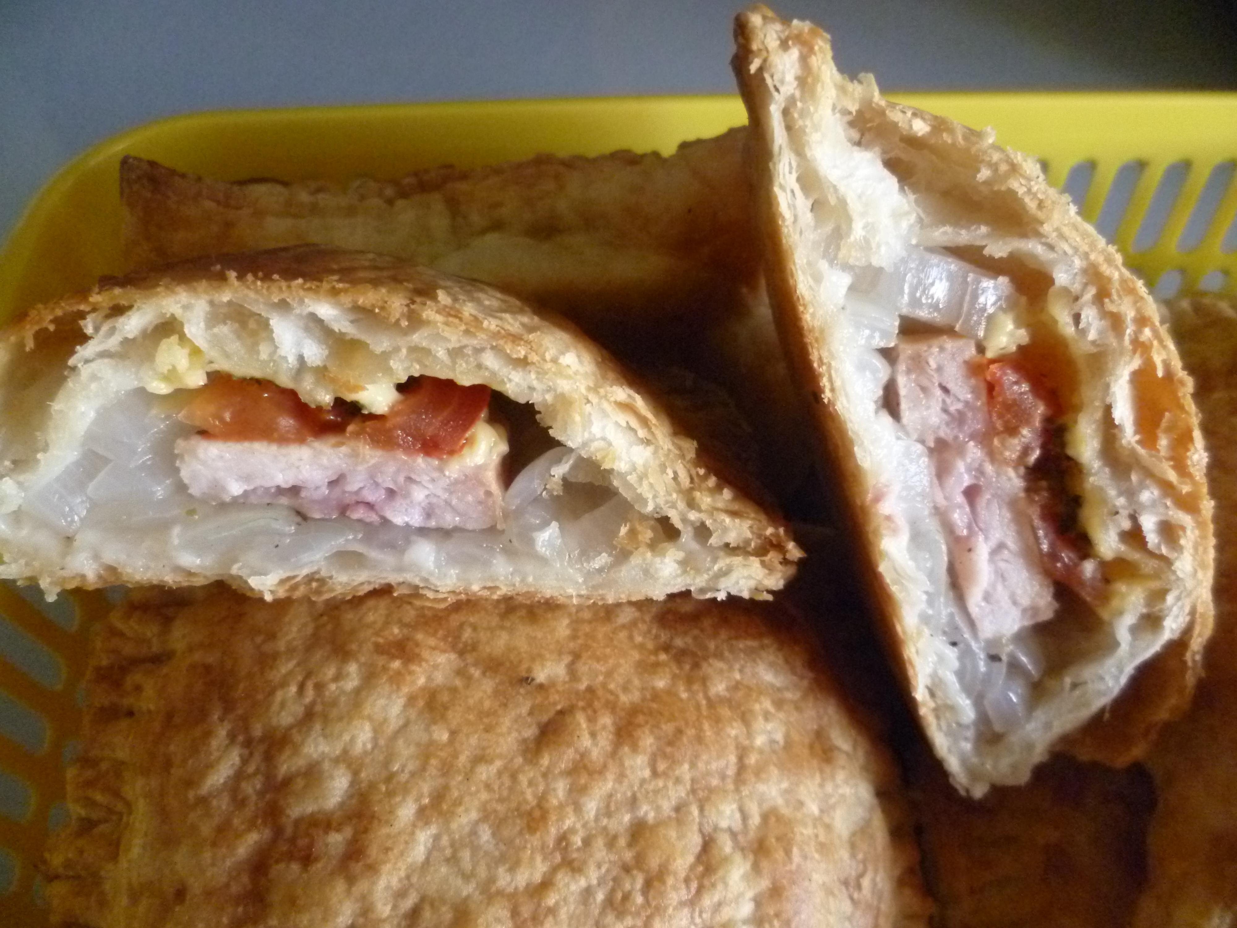 Пирог рыбный с сайрой из слоеного теста пошаговый рецепт с фото