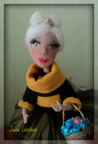 Пчелка Жжжизззель))