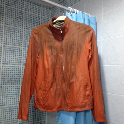 Помогите советом- как отреставрировать кожаную куртку