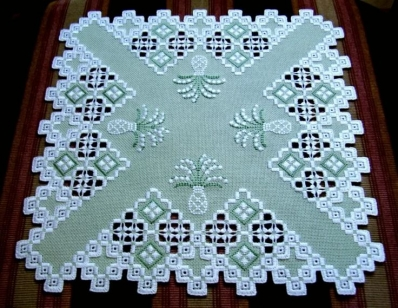 Хардангер и флорентийские схемы для вышивки салфетки