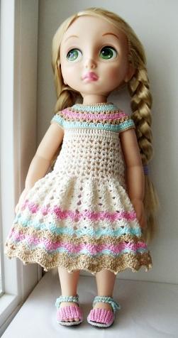 Одеваю кукол))))