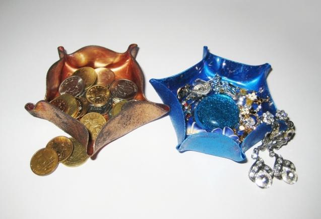 Необычные вазочки из дисков. Мастер-класс