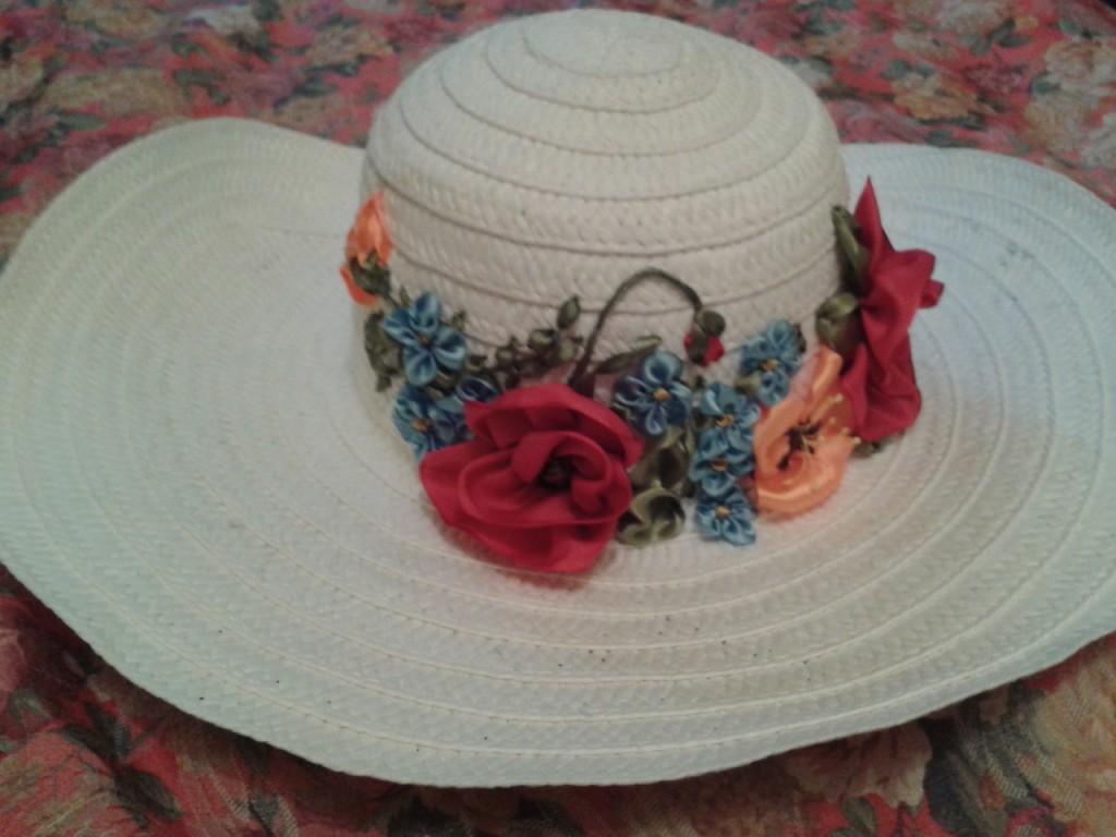 Шляпки с вышивкой лентами