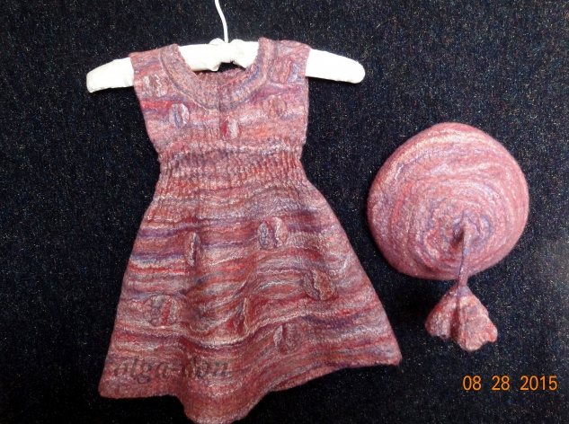 Валяное платье и берет для девочки 2 лет.