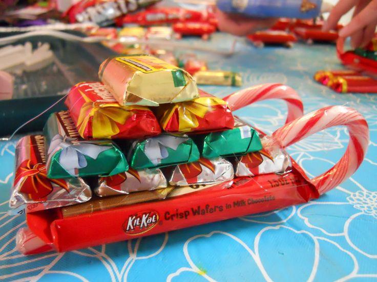Сделать новогодний подарок из конфет своими руками