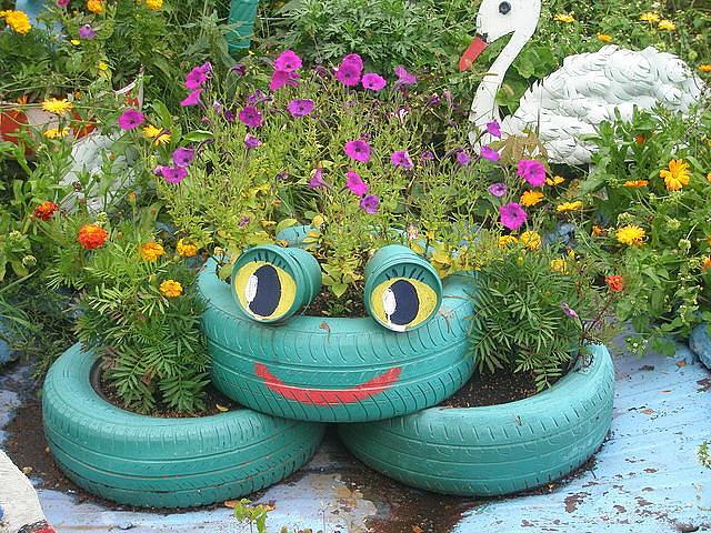 Украшение сада и огорода из подручных