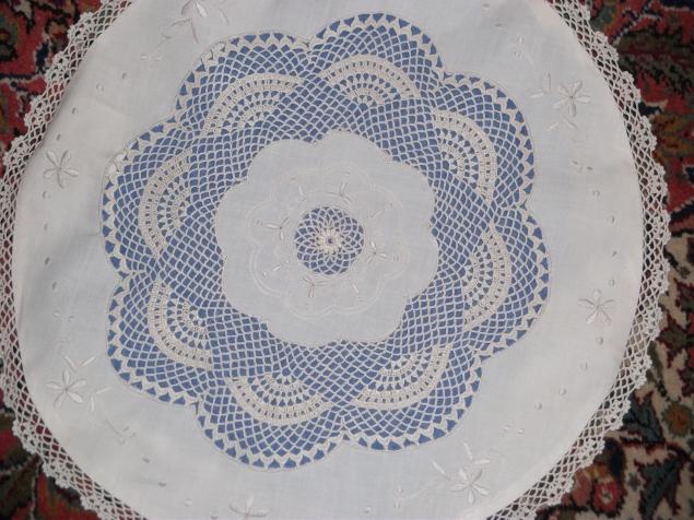 Декоративная наволочка для круглой подушки.