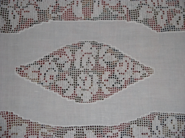льняная салфетка, сделана в 30-х годах, кружево выполнено из тончайших катушечных нитей.