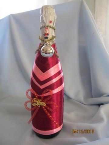 бутылки шампанского, декорированные к Новому году