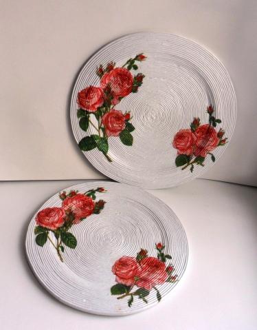 Де купаж на  тарелочках из бумажной лозы