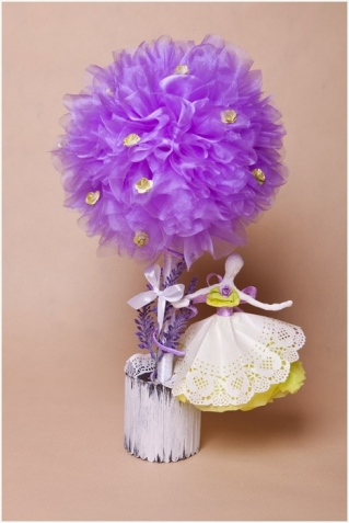 Кукла - балерина из проволоки или бумажной лозы и бумажных салфеток (идея из инета)