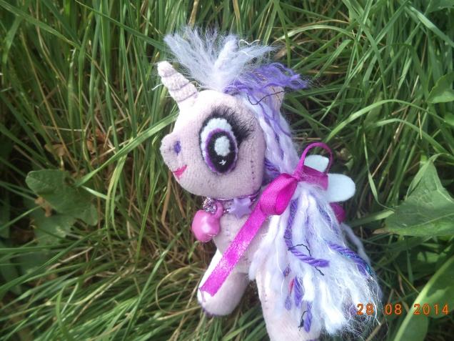 Маленькая Пони))))