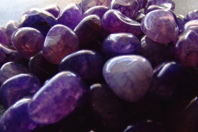 Камень фиолетовый фото