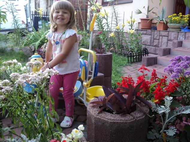 Моя внучка Роксанка. Я не хвастаюсь, а пробую подписать фото как научили меня девочки.