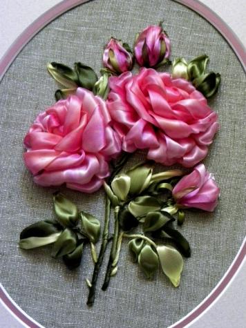 и красивых вышитых роз!