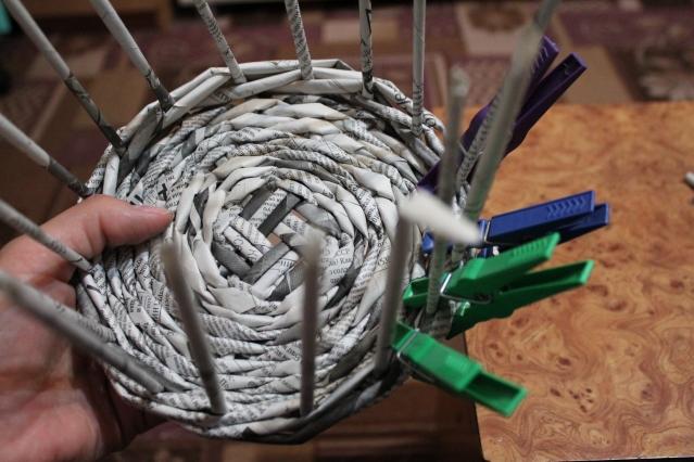 4. Плетение верха корзиночки.