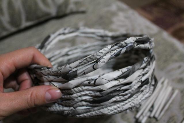 5. Плетение круглой коробочки. Грунтовка, покраска, лакировка.