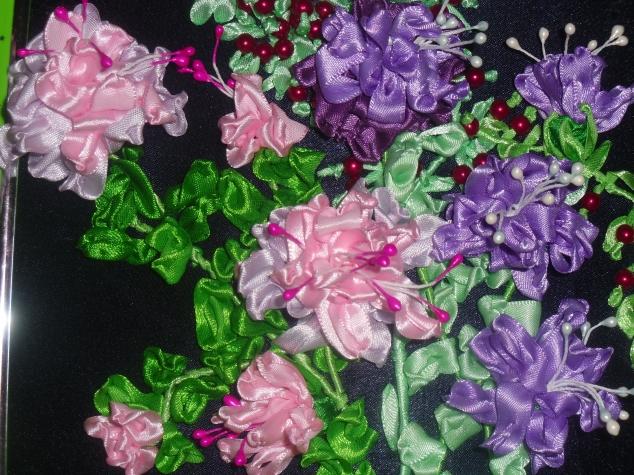 Придумала новый способ вышивки цветов из лент