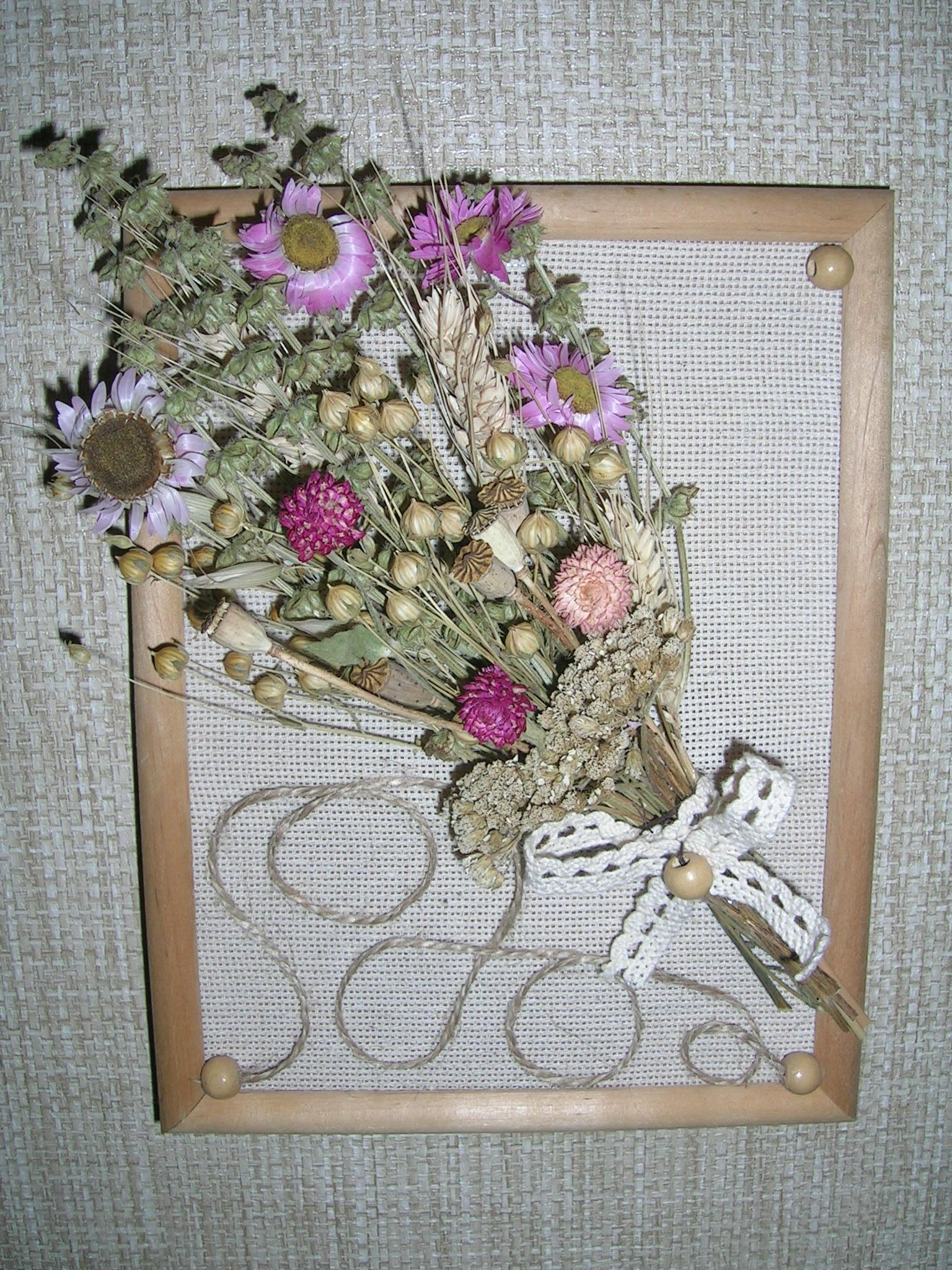 Поделки из живых и сухих цветов: картины, игрушки и бижутерия