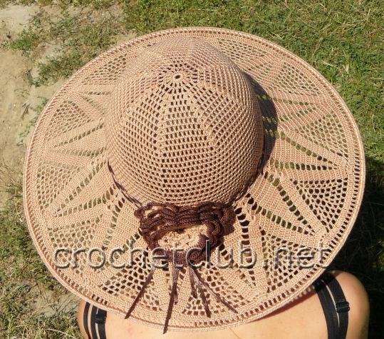 Шляпка № 3 Посложнее, можно сказать для асов. Если успею, то свяжу и эту.