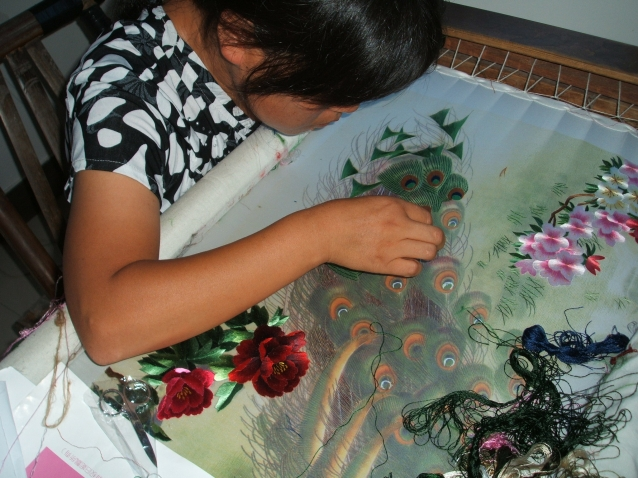Цветы-нежность Земли.Китайские вышитые шелком картины.