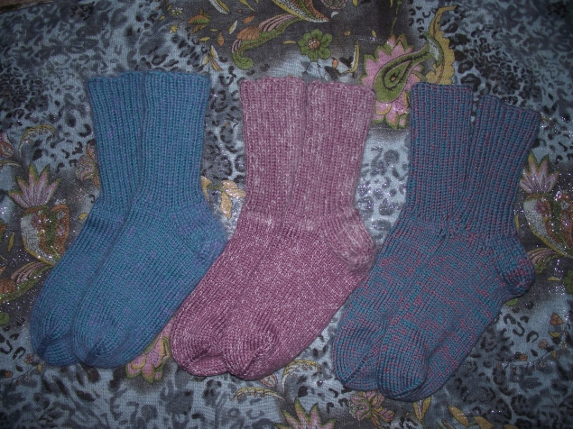 А я с новыми тёплыми носочками!