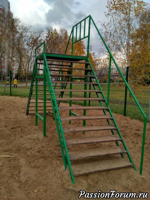 Подниматься по лестницам и спускаться