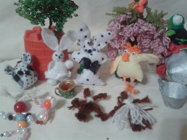 мелочи для куколок для кукольного дома