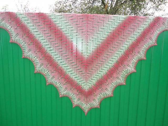 Красивые шали ,ищут своих хозяюшек.