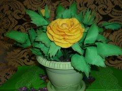 Роза в горшке из фоамирана