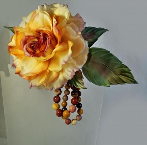 Брошь роза Барокко (японский шелк, натуральные камни)